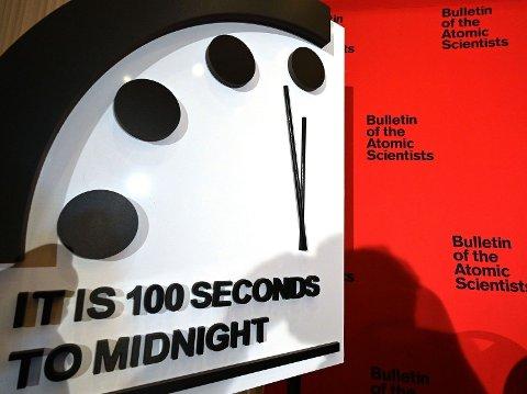 MENER DOMMEDAG ER NÆR: Ifølge atomeksperter i The Bulletin of Atomic Scientists står dommedagsklokken (som ble opprettet i 1947) nå 100 sekunder før midnatt. - Dette er det nærmeste dommedag vi noen gang har vært, sier administrerende direktør Rachel Bronson i en uttalelse 23.01.19.