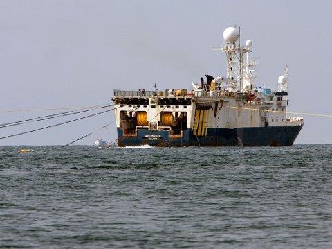 Seismikkskipet Geo Pacific sleper sine kabler langs Eggakanten utenfor Vesterålen i den mest omfattende innsamlingen av 3D-seismikk noen gang. Fiskerne frykter skremmeefekten, og at dette bare er starten på at oljeinteressene overtar de rike fiskefeltene.