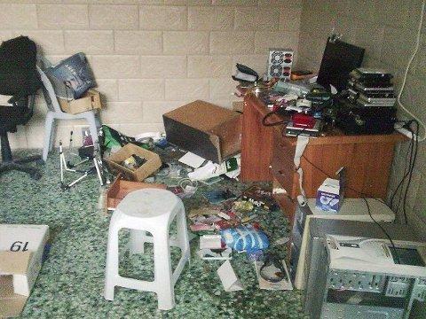 Slik så det ut i huset i Jayyous etter at isrealske soldater hadde trengt seg inn.