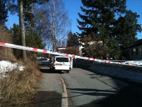 Politiet rykket ut med mange enheter til Langmyrveien på Korsvoll.