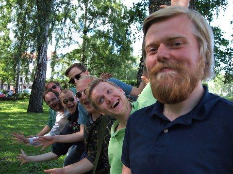 MORSOM GJENG: fra bakerst: Martin Lundgren, Fredrik Helland, Fredrik Borelly, Stian Halvorsen, Ole Fredrik Hallersen, Kim Nesse og Robin Solberg. Kai André Sunde er ikke med på bildet.