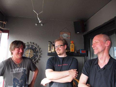 SATS & LUNGEMOS: F.v. gitarist Tom Nordgård, trommis Lars Jørgen Hanstad og bassist Per Morten Gulliksrud.