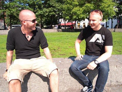 BANDWAGON-AKTUELLE: – Jeg håper og tror folk ser at vi synes det er gøy å spille, sier Hans Jørgen Strand (t.h) i Reeves. Til venstre sitter bandkollega Peder Lundberg.