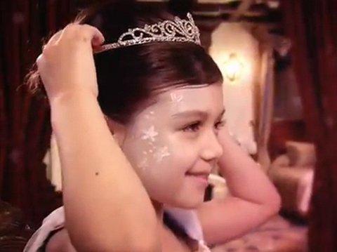PRINSESSE FOR EN DAG: Harrod's averterer med sine prinsessemakeovers på nettet.