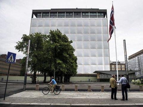 HØYBLOKKA: Her er området rundt Høyblokka i Regjeringskvartalet etter at det ble å åpnet for fotgjengere og syklister etter å ha vært avstengt siden terrorbomben eksploderte 22. juli 2011.