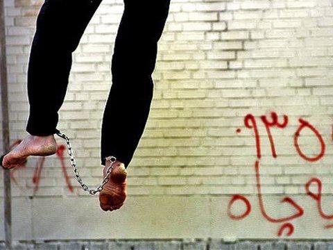 Bildene er tatt under en offentlig henrettelse av to dødsdømte i forrige uke i Shiraz i sørlige Iran.
