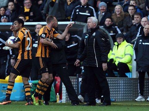 KAN FÅ SPARKEN: Newcastle Uniteds manager Alan Pardew risikerer å få sparken etter at han skallet til Hull-spiller David Meyler.