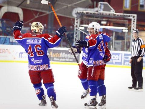 JUBEL FOR HJEMMELAGET: Vålerenga tok første stikk i NM-finalen mot Stavanger Oilers.