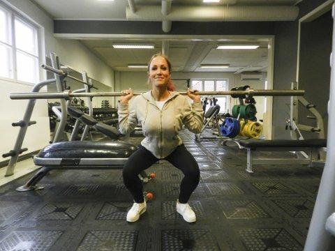 Trener: Cecilie trener to ganger om dagen og spiser daglig under 1.000 kalorier, Musklene skal defineres, men ikke være for store. Hun trener også posering. Foto: Steinar Omar Østli