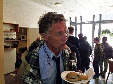 - IKKE VENNER: Advokat Benedict de Vibe ønsker ikke å fortelle hvorfor hans klient, Gjermund Cappelen, har forklart seg om den kriminelle virksomheten som politimann Eirik Jensen skal ha befattet seg med.