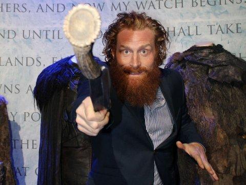 KRISTOFER HIVJU har lært seg mange nye ting, blant annet sjonglering og slåssing med sverd for «Game of Thrones».