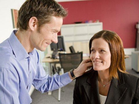FLØRT: Hva man oppfatter som uskyldig flørt eller ubehagelig oppmerksomhet er helt personavhengig.