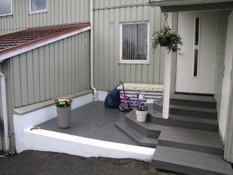 Fra denne terrassen ble syklene stjålet, natt til 17. mai.