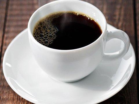 EN OPPKVIKKER: Ifølge Norsk Kaffeinformasjon konsumeres det i snitt 3 kopper kaffe per person over 18 år per dag. Med en befolkning med cirka 4 millioner mennesker over 18 år betyr dette at det til sammen drikkes cirka 12 millioner kaffekopper per dag her i Norge.