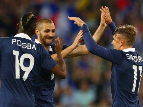 2 x 2: Både Karim Benzema (i midten) og Antoine Griezmann nettet to mål i Franrikes siste oppkjøringskmap før VM.