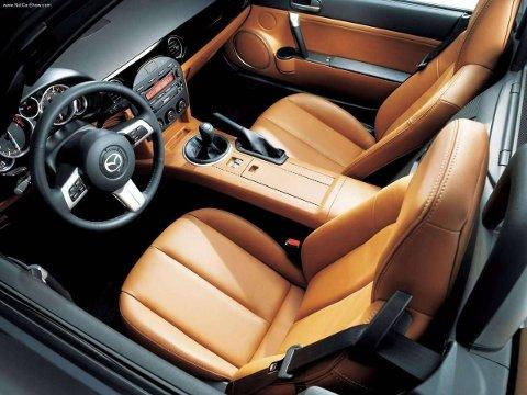 Mazda-MX-5 har bydd på ekte roadstermoro i flere generasjoner. Dette er en enkel, ukomplisert bil med høy byggekvalitet.
