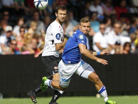 FORTSETTER: Sogndals finske midtstopper Hannu Patronen, her i duell med Moldes Fredrik Gulbrandsen.