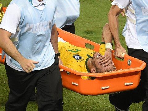 SKADET: Brasils Neymar har spilt sin siste kamp i VM etter at han ble skadet i kampen mot Colombia.