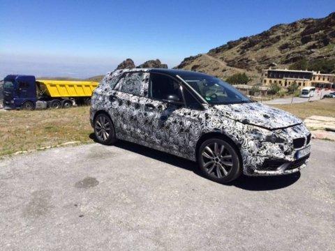 Denne BMWen er på testkjøring i Sierra Nevada - og det har familien Ringlund Dolvik dokumentert. Men BMW var ikke de eneste som brukte fjellveiene som testbane denne dagen.