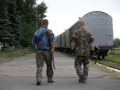 TOG MED DØDE: Toget med levningene etter flere hundre ofre for flykrasjen i Øst-Ukraina forlot togstasjonen i den opprørskontrollerte byen Torez med kurs for Kharkiv, som kontrolleres av den ukrainske regjeringen.