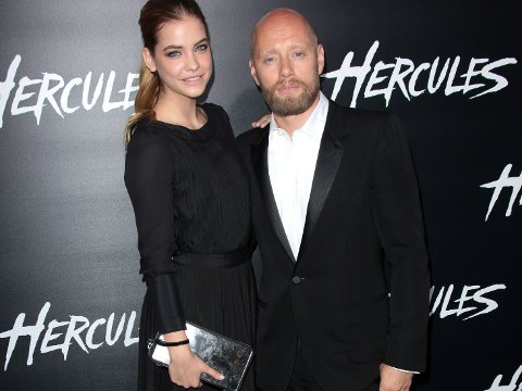 HERCULES-premiere: Aksel Hennie poserte på den røde løperen sammen med supermodellen Barbara Palvin, som også har en rolle i filmen.