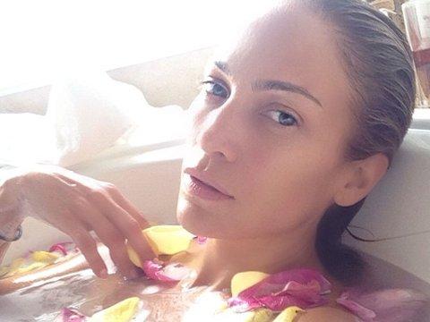 SÅ GODT SOM RYNKEFRI: Jennifer Lopez vet å ta vare på hud og kropp.