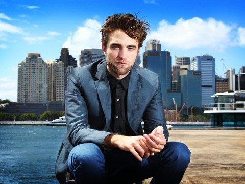 Robert Pattinson letter endelig litt på sløret.
