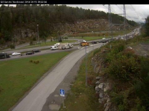 Kjedekollisjonen har ført til lange køer mot Oslo sentrum. Bildet av køen på Søndre Nordstrand.