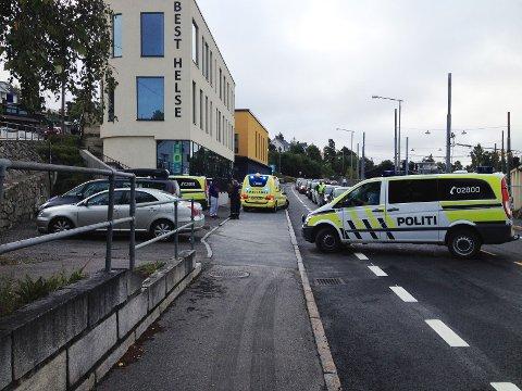 Ulykken skjedde foran Best Helse-bygget på Holtet.