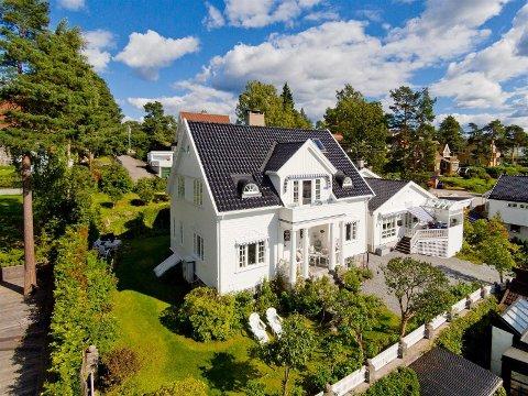 TIL SALGS: Det er allerede varslet stor interesse rundt villa-salget i Midttunveien på Nordstrand. FOTO: Privatmegleren