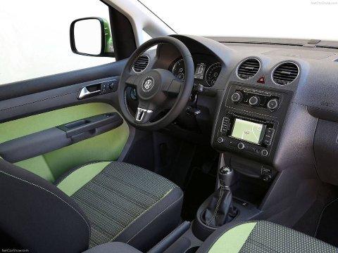Slik ser det ut inne i Cross-utgaven av VW Caddy. Varebilene har fått stadig sterkere personbil-preg de senere årene.