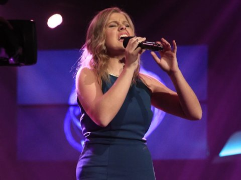 Stine Jakobsen nådde helt til finalen i Idol, men 19-åringen valgte å trekke seg for å fokusere på skolen.