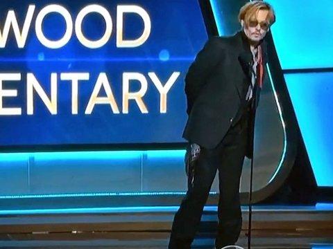 DRITING? Johnny Depps oppførsel under prisudeling vekker oppsikt.