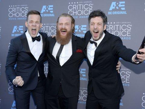 Johannes Bah Kuhnke (v), Kristofer Hivju sammen Jacob Secher Schulsinger på vei inn til Critics' Choice Movie Awards i Los Angeles. Foto: Kevork Djansezian / Reuters / NTB scanpix