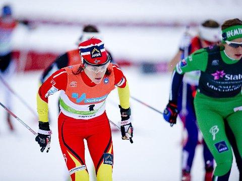 BEST: Heidi Weng satte Astrid Uhrenholdt Jacobsen på plass og vant NM-distanen skiathlon på Røros.