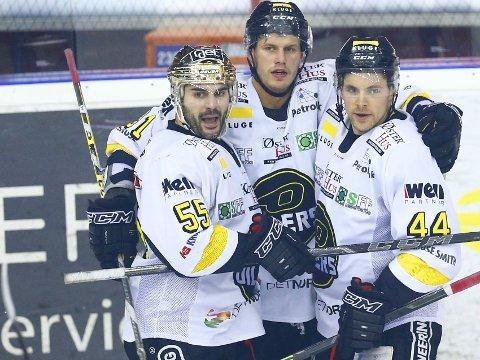 FIKSET BIFFEN: Josh Soares (til venstre) ble matchvinner da Stavanger Oilers sikret ligagullet mot hovedutfordrer Storhamar lørdag.