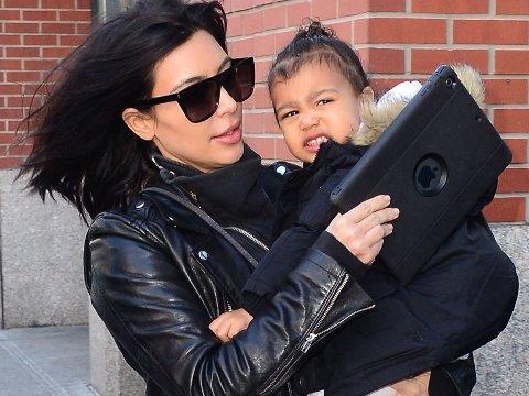 ALT SKAL HA GÅTT BRA med lille North West og mamma Kim Kardashian West etter at bilen de satt i kjørte av veien.