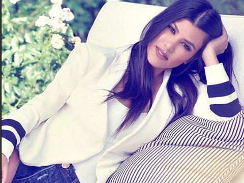 KOURTNEY KARDASHIAN er modell i motemagasinet Harper`s Bazar.