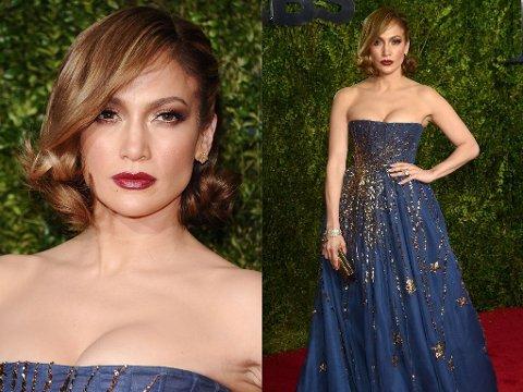 STRÅLTE: Jennifer Lopez viste frem sin nye frisyre, og gikk for en atypisk sminkelook.