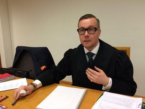 IKKE NÅDIG: Politiadvokat Andreas Meeg-Bentzen mener at Malerservice Norge AS, og de seks andre tiltalte, har skjult svart arbeid.