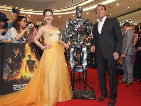 AKTUELL MED NY TERMINATORFILM: Emilia Clarke og Arnold Schwarzenegger.