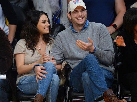 - FANTASTISK PAPPA: Mila Kunis skryter av ektemannen Ashton Kutcher i et nytt intervju.