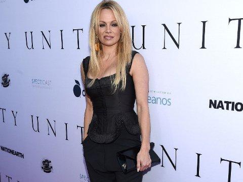 NY FILM: Det har gått noen år siden Baywatch rullet over TV-skjermen og nå blir TV-serien film, et prosjekt Pamela Anderson ikke helt har troen på.