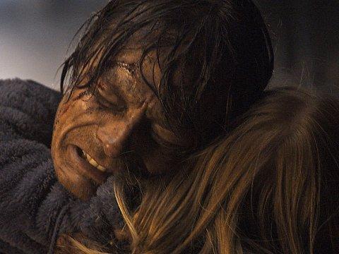 SJEFGEOLOG: Kristoffer Joner advarer, men opplever flodbølgen i filmen Bølgen.