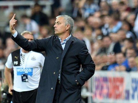REFSET SINE EGNE: Chelsea-manager José Mourinho ga klar beskjed om hva han syntes om Chelseas førsteomgang i Newcastle. Laget reddet ett poeng med en god sluttspurt.