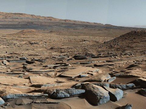 Utsikt fra Kimberly-formasjonen på Mars tatt fra NASAs Curiosity-kjøretøyet.