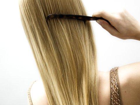 Ikke forsøk å fikse splittede tupper med produkter som inneholder silikon, og som forsegler håret. Dette kan gjøre at de pleiende ingrediensene du bruker ellers ikke trekker inn.