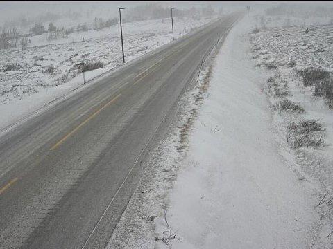 E6 over Dovrefjell ble onsdag stengt på grunn av uværet.