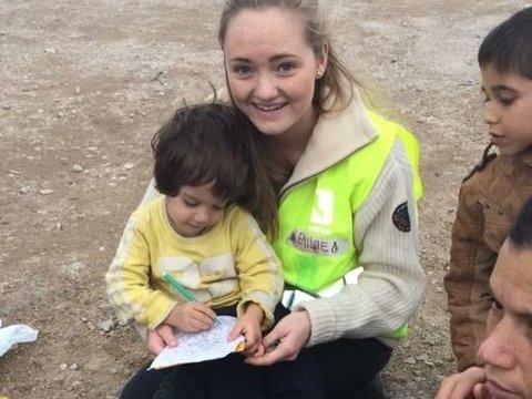 I HELLAS: Emilie Beck på Khios, der hun deltok i en norsk gruppe av frivillige som tok imot båtflyktninger.