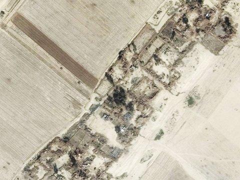 RASERT: Satelittbilde tatt 20. januar 2015 av landsbyen Tabaj Hamid viser ifølge Amnesty International hvordan den er blitt fullstendig ødelagt. Organisasjonen mener det dreier seg om krigsforbrytelser.